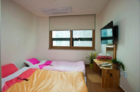 Global Hostel Room